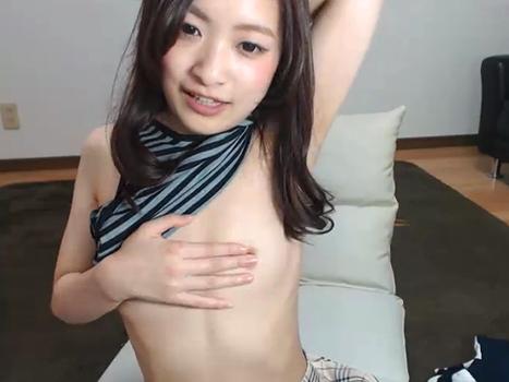 【ライブチャット動画】なかなか見れないレベルの貧乳を頑張って揺らすのが可愛らしいロリ系美少女!