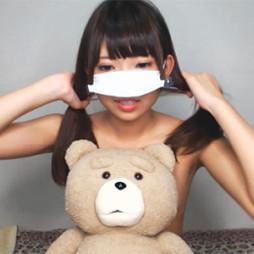 ワキ毛生えかけのロリ系スレンダー美少女が貧乳を手ブラしながら擬似フェラ!もちろん乳首ポロリ