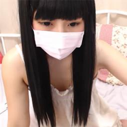 【ライブチャット】黒髪清楚系なアイドル級のカワイイロリ系美少女がちっぱいを接写!