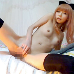 (モザ無らいぶちゃっと)中川翔子似の小さい乳モデルがニーソだけ履いて指オナ配信☆