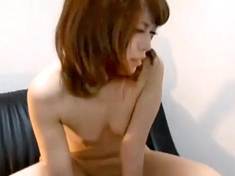 【無修整ライブチャット動画】乱れまくりな貧乳美少女が彼氏とのガチエロなSEXを配信!