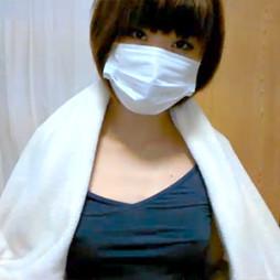 【ライブチャット】本田翼みたいなボーイッシュなショートカット素人美女がノーブラタンクトップから乳首ポロリ