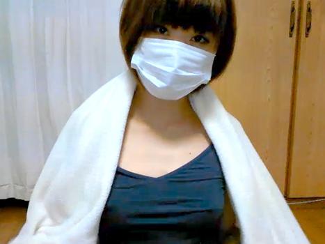 【ライブチャット動画】本田翼みたいなボーイッシュなショートカット素人美女がノーブラタンクトップから乳首ポロリ