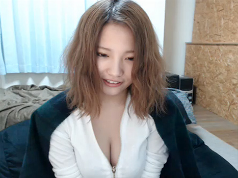 【ライブチャット動画】発見!顔面偏差値が最上級クラスの素人娘はスレンダーなのにこんなに巨乳!
