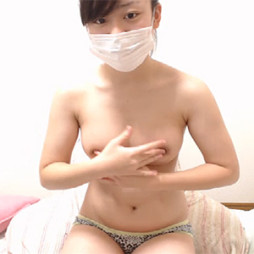 【ライブチャット】JKみたいなロリ顔なのにエロ過ぎる体をした素人娘が巨乳の乳首をクニクニオナニー