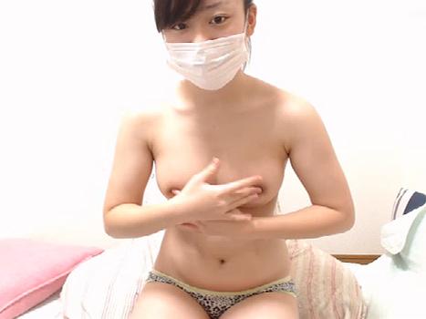 【ライブチャット動画】JKみたいなロリ顔なのにエロ過ぎる体をした素人娘が巨乳の乳首をクニクニオナニー