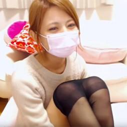 【ライブチャット動画】削除前に是非!激カワ美少女な素人がパンツ丸見せでパンストを履いたり脱いだりクソエロい!