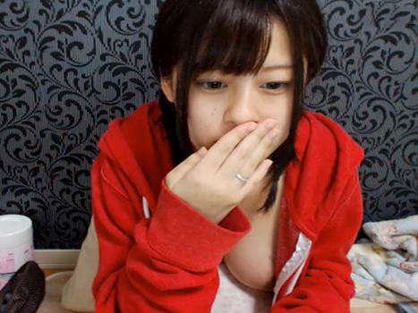 【ライブチャット動画】衝撃!JKに見えても不思議じゃない黒髪のロリ顔少女がめちゃ巨乳!しかも妊婦!