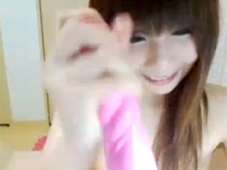 【ライブチャット動画】貧乳素人がエロすぎる手つきでディルドを手コキからのジュポジュポオナニー