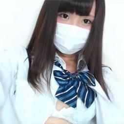 【ライブチャット動画】制服コスの童顔な色白素人がエロ過ぎるストリップでギリギリに迫る!