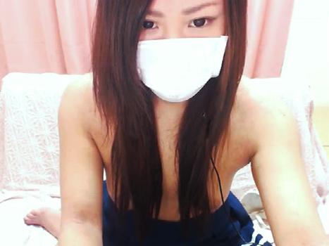 【ライブチャット動画】制服コスの目ヂカラの強い美形素人が巨乳を髪ブラするもポロリしまくり!