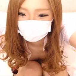 【ライブチャット動画】AKBみたいな制服コスのギャル系素人が貧乳丸出しのバイブ擦り付けオナニー