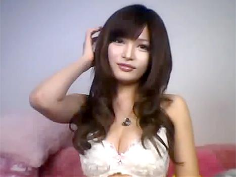 【ライブチャット動画】これはスゴイ!グラドル並みのルックスと体をした素人娘が配信するエロチャット