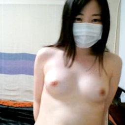 (アダルトらいぶちゃっと)純白の健康的なシロウトが美しい乳丸出しで陰毛ポ少女のえろ配信