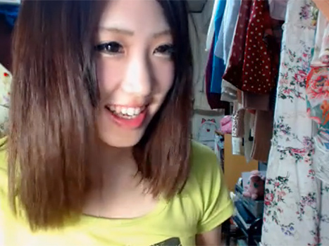 【アダルトライブチャット】巨乳のイマドキ娘が自室からドキドキ生着替え中継!
