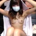 スレンダーで美乳な激カワ素人がネカフェから全裸でエロ生実況