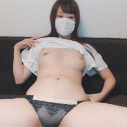 [ライブチャット流出]適度にムッチリしたスケベな体をした女子のオナニー配信
