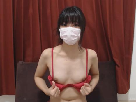 [ライブチャット流出]貧乳な娘がこっそりとカメラの前で乳首披露