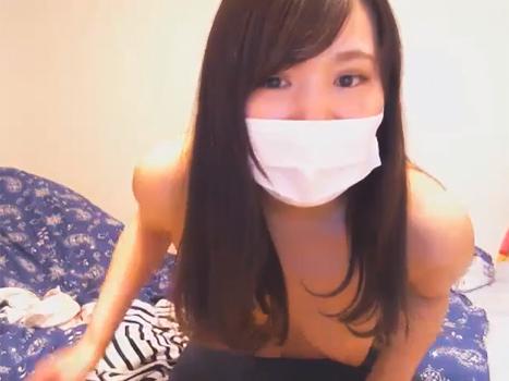 [ライブチャット流出]とんがりおっぱいの娘が調子に乗ってマスク外して素顔も晒してしまう