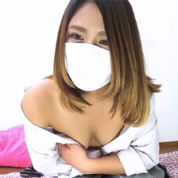 【ライブチャット】制服JKコスの顔だけで抜けそうなS級素人が胸をはだけてエロ配信!