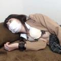 【ライブチャット】ロリ顔な制服JKコスの素人が彼氏に剛毛なおまんこに電マを当てられて悶絶