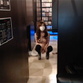 【ライブチャット】スレンダー巨乳な素人娘がネカフェで大胆すぎる露出プレイ配信!もう絶対バレてる!